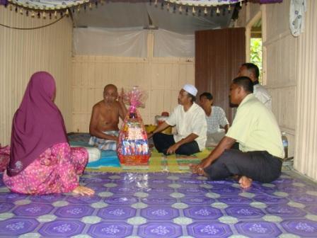 ZIARAH WARGA TUA DI GONG KETEREH DUN SEMERAK 5/4/2010